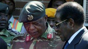 Prezident Zimbabwe Robert Mugabe hovoří s generálem Constantino Chiwenga v hlavním městě Harare.