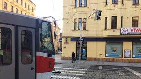 Srážek tramvají s chodci přibývá. Na rizika upozorňují speciální přednášky