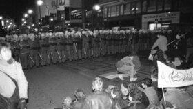 17. listopadu 1989 na Národní třídě v Praze.