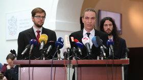 Tiskovka Pirátů ve Sněmovně. Trio Bartoš, Michálek a Ferjenčík.