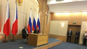 Společná tisková konference Zemana a Putina