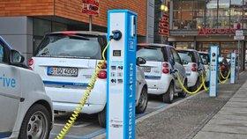 Prodej elektromobilů stoupá.
