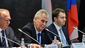Miloš Zeman se v Rusku setkal s Vladimírem Putinem a účastnil se také rusko-českého ekonomického fóra. Kde kritizoval Rusko za článek o okupaci Československa
