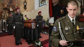 Na pohřeb válečného hrdiny Jaroslava Mevalda přišly desítky lidí.