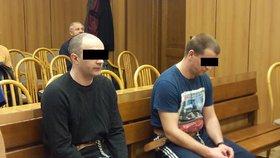 Masakr ve firmě v Horusicích: Ukrajinci prý mlátili oběti tyčemi i výfukem.