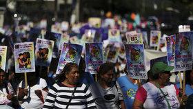 Demonstrace proti násilí na ženách.