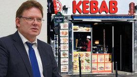 Na německého starostu zaútočil útočník u stánku s kebabem.