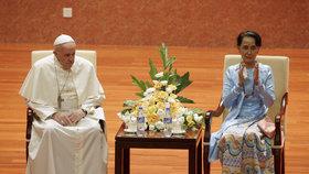 Papež František a barmská vůdkyně Do Aun Schan Su Ťij