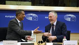 Mirek Topolánek zahájil v Bruselu svoji kampaň k prezidentským volbám.