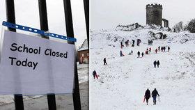 Velká Británie bojuje se zimou.