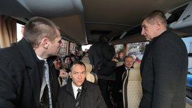 Babišův kabinet vyrazil autobusem před jmenováním uctít památku TGM do Lán.