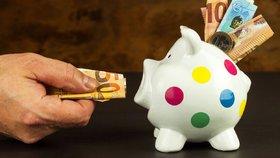 V Česku přibývá lidí s pocitem, že si za stejné peníze koupí méně než dříve.