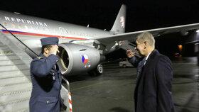 Poprvé v roli premiéra nastupuje Andrej Babiš do vládního speciálu. Odlétá na jednání Evropské rady v Bruselu.