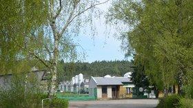 Na místě romského koncentračního tábora v Letech u Písku stojí vepřín.
