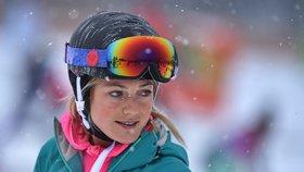 Návštěvníci na svahu Skiareálu Lipno 16. prosince 2017. Skiareál v tento den oficiálně zahájil zimní sezonu.