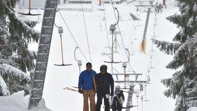 Ve skiareálu Bublava na Sokolovsku, kde na konci října způsobila vichřice Herwart milionové škody, začala 14. prosince 2017 lyžařská sezona.
