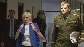 Ministryně obrany Karla Šlechtová (za ANO) se setkala s náčelníkem Generálního štábu Josefem Bečvářem.