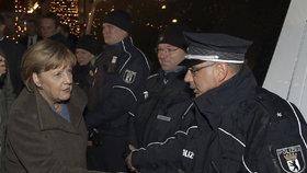Angela Merkelová po roce navštívila trhy, na kterých před rokem terorista zavraždil 12 lidí včetně Češky Nadi Čižmářové.