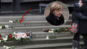 V Berlíně byl za účasti Merkelové odhalen památník obětem loňského teroristického útoku na vánoční trh.