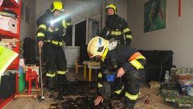 Na Štědrý den pražští hasiči likvidovali požár vánočních stromků na Žižkově a na Hájích.