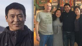 Tibetský filmař a režisér Dhondup Wangchen  s rodinou a přáteli