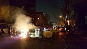 Protesty v Íránu. Lidé jsou nespokojení s ekonomickou situací země.