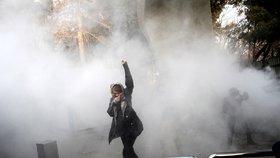 Protesty v Íránu si vyžádaly již deset obětí
