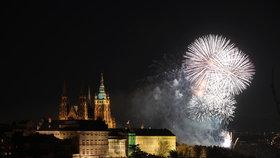 Novoroční ohňostroj v Praze.