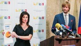 Ministr zdravotnictví Adam Vojtěch (ANO) a ředitelka SÚKL Irena Storová