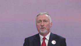 Superdebata prezidentských kandidátů: Mirek Topolánek při zpěvu státní hymny
