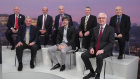 Superdebata prezidentských kandidátů: Zleva Topolánek, Kulhánek, Horáček, Fischer, Hilšer, Hynek, Drahoš a Hannig