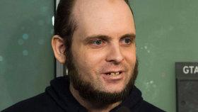 Kanaďana 5 let věznil Talibán. Teď má sám na krku únos a sexuální útoky.