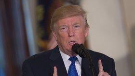 Trump se proti závěrům knihy ohradil na Twitteru, kde jí označil za další snahu fake news poškodit jeho osobu.
