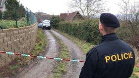 Policisté na místě vraždy v chatové kolonii u Střížovic