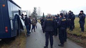 V oblasti pátraly desítky policistů.