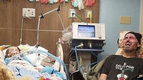 Srdcervoucí foto, které Ally zveřejnila. Její dcera Braylynn umírá na rakovinu mozkové kmene, její otec Sean na