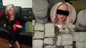 Překvapení a pak slzy: Celníci na videu tahají z Terezina kufru drogy, ona jen pláče.
