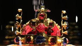 Vladislavský sál je lidem běžně nepřístupný. Hrad tu při výjimečných výročích vystavuje korunovační klenoty. Teď tu luxusní firma uspořádá večírek