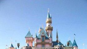 Rodina na výletu do Disneylandu.