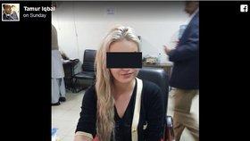Pašeračka Tereza je v Pákistánu hvězdou sociálních sítí.