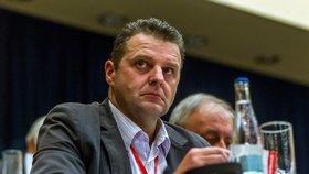 Poslanec za KSČM Zdeněk Ondráček by měl svůj postoj k vládě kolegům vysvětlit v pátek