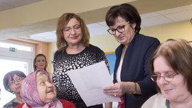 Manželka prezidentského kandidáta Jiřího Drahoše Eva navštívila 18. ledna seniory v Domově u fontány v Přelouči na Pardubicku.