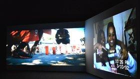 Do Rudolfina na film? Výstava Domestic Arenas reflektuje společenské problémy i v 6hodinovém záznamu
