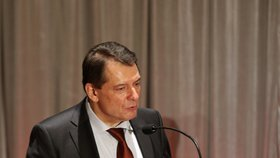 "Paroubek razí do voleb. Ostravská ČSSD mu sehnala tisíc podpis a volá: ""Praho, styď se!"""