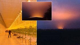 Světlo ze skleníku vytvořilo nad krajinou efektní záři. Ta byla vidět z různých vzdáleností.