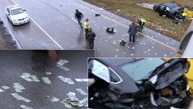 """V Illinois """"pršely"""" peníze na dálnici. Policie ji uzavřela a bankovky sbírala."""