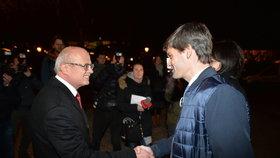 Poražení kandidáti Michal Horáček a Marek Hilšer před Rudolfinem před začátkem poslední prezidentské debaty ČT