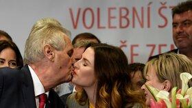 Oslavy znovuzvolení Miloše Zemana v jeho volebním štábu