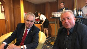 Milan Chovanec přišel Miloše Zemana podpořit do jeho volebního štábu. Pozval ho také na volební sjezd ČSSD do Hradce Králové