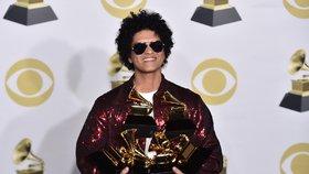 Bruno Mars ovládl ceny Grammy, má album, píseň i nahrávku roku